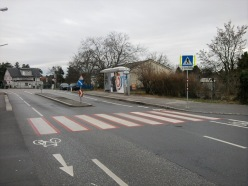 KreuzungPlankenmaisstraeSchulZebrastreifen.jpg