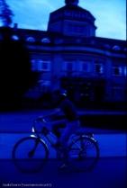 """In der """"blauen Stunde"""" sollten Radler besonders umsichtig fahren - natürlich mit Licht."""
