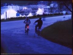 Viele Radfahrer begreifen nicht, dass sie ohne Beleuchtung bereits in der Dämmerung nahezu unsichtbar sind. Das macht auch die Benutzung von Radwegen gefährlich.
